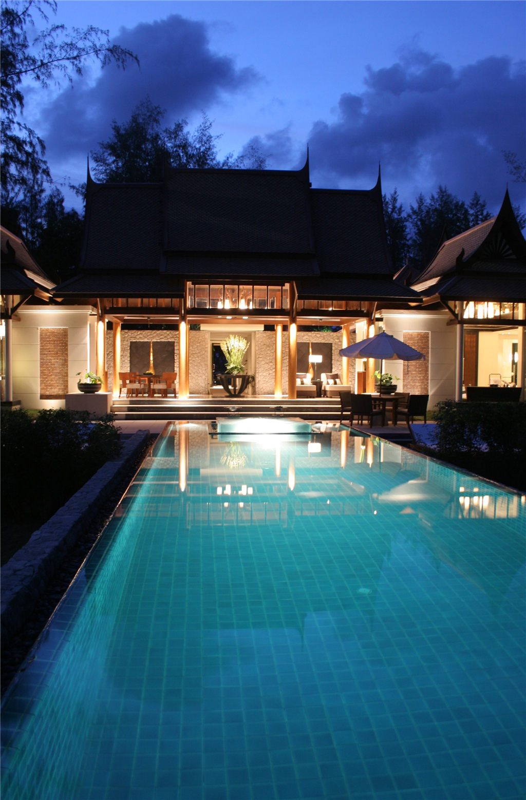 doublepool villa swimming pool.jpg